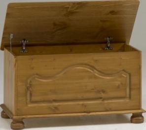 Richmond blanket box